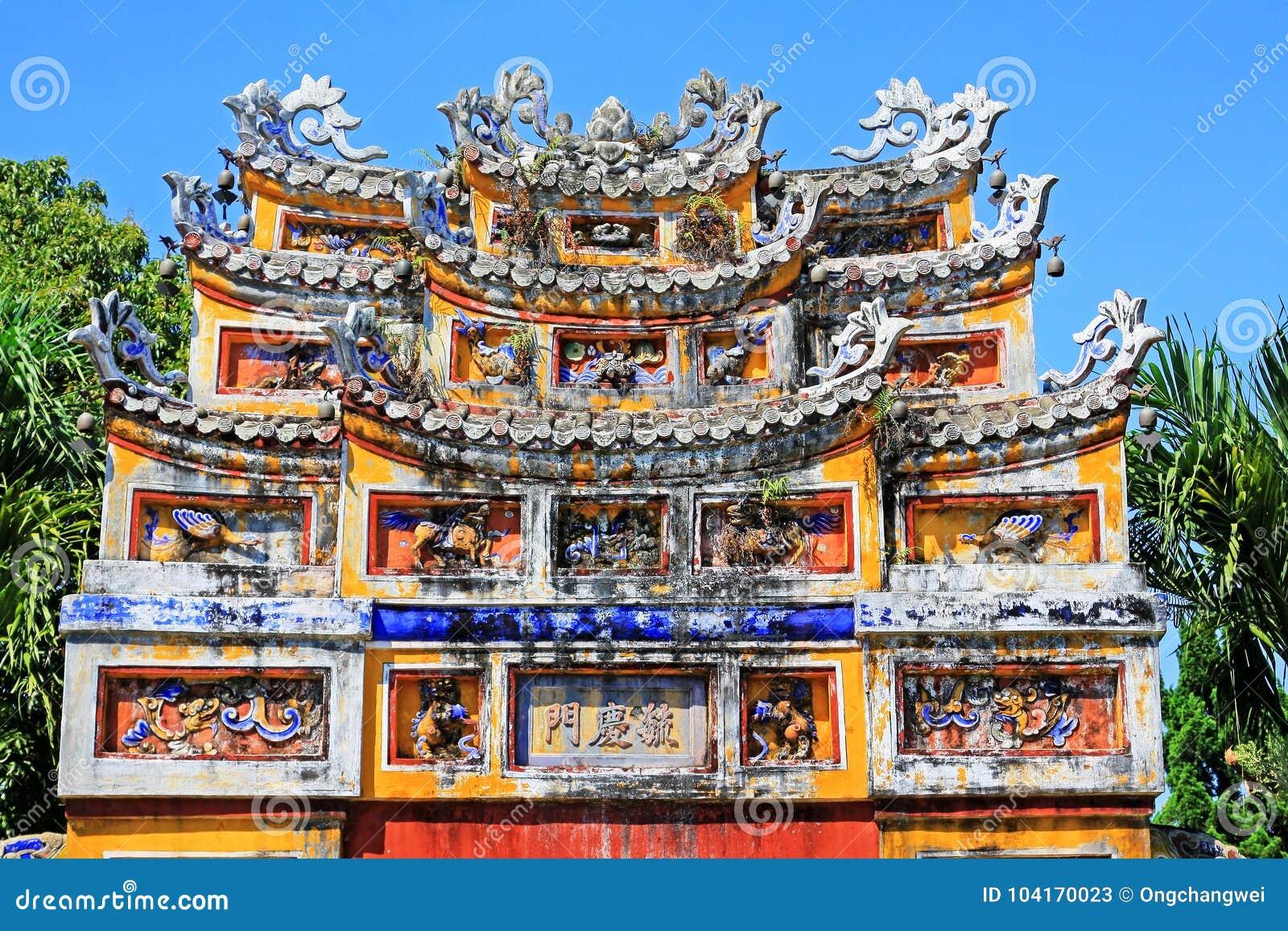 Porta Art In Hue Imperial City, patrimônio mundial do UNESCO de Vietname