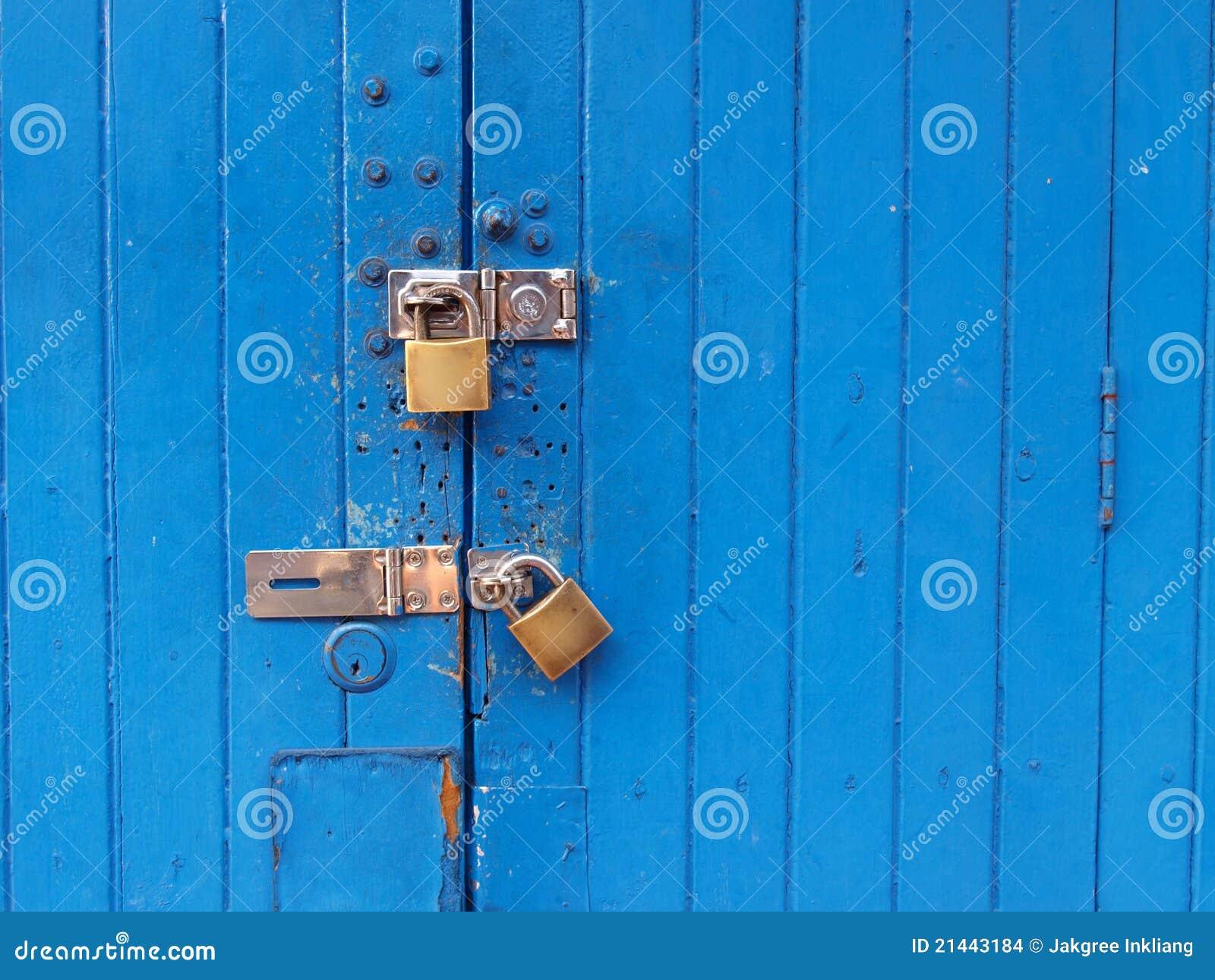Porta azul Locked