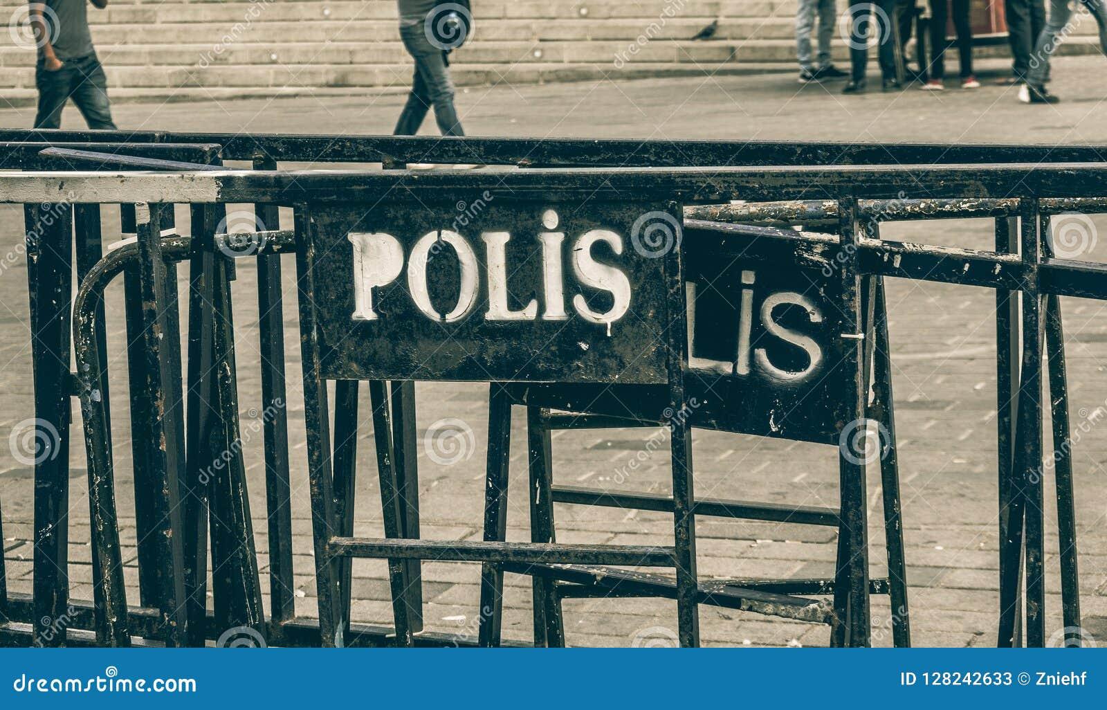 Porta da barreira do ferro com a inscrição