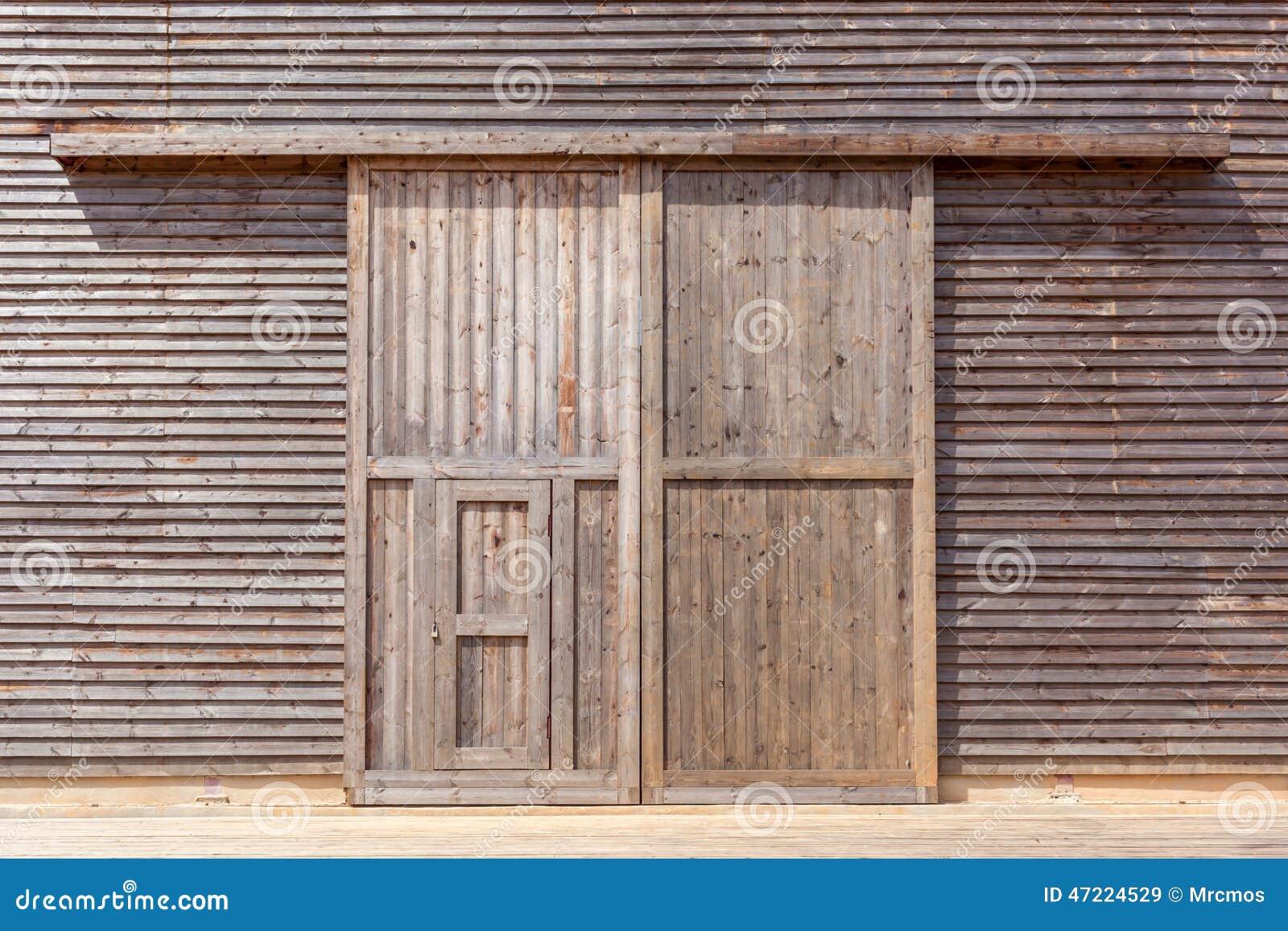 Porta de celeiro de madeira