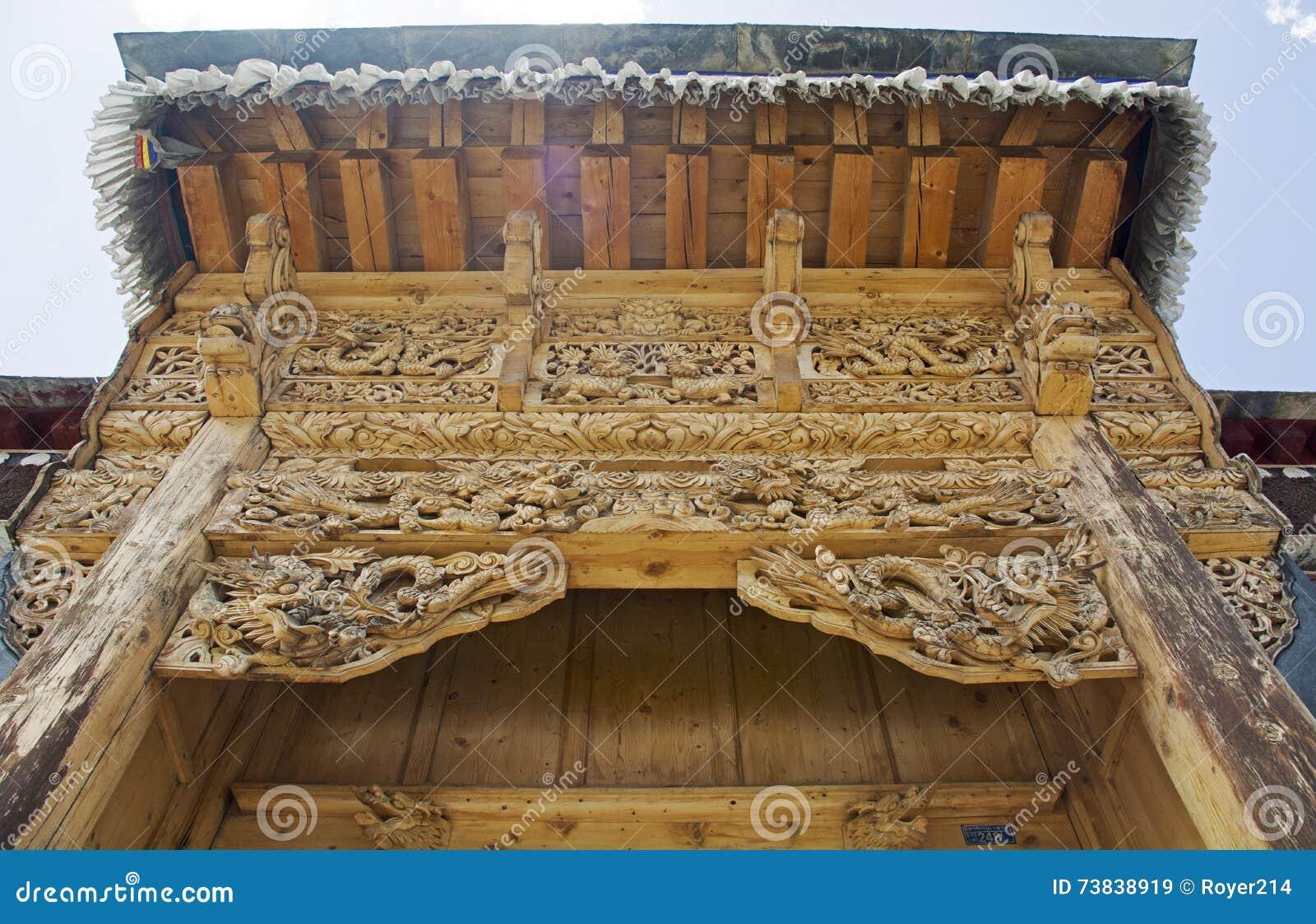 Porta de cinzeladura de madeira