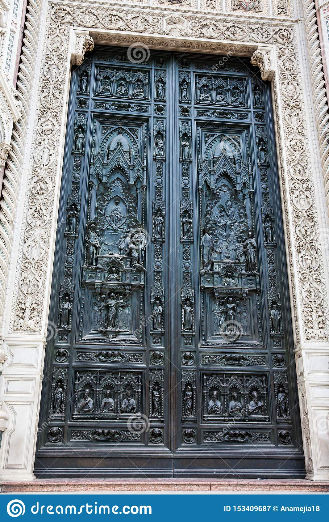 A porta de Florence Cathedral chamou formalmente di Santa Maria del Fiore de Cattedrale consagrou em 1436