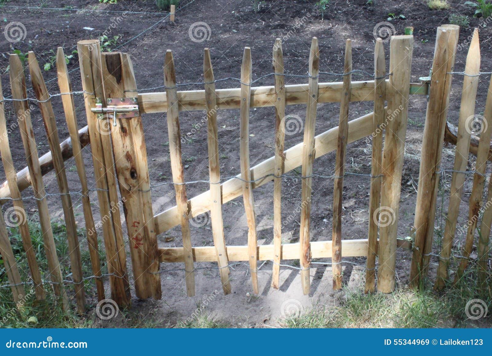 Porta de jardim na cerca