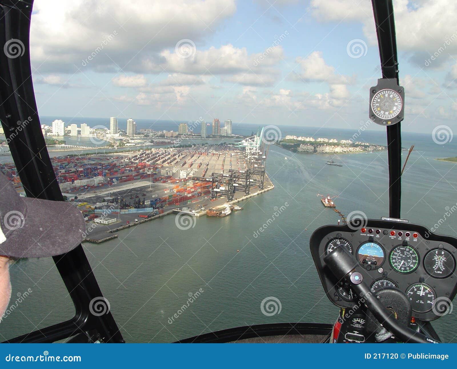 Porta del carico dal piccolo elicottero