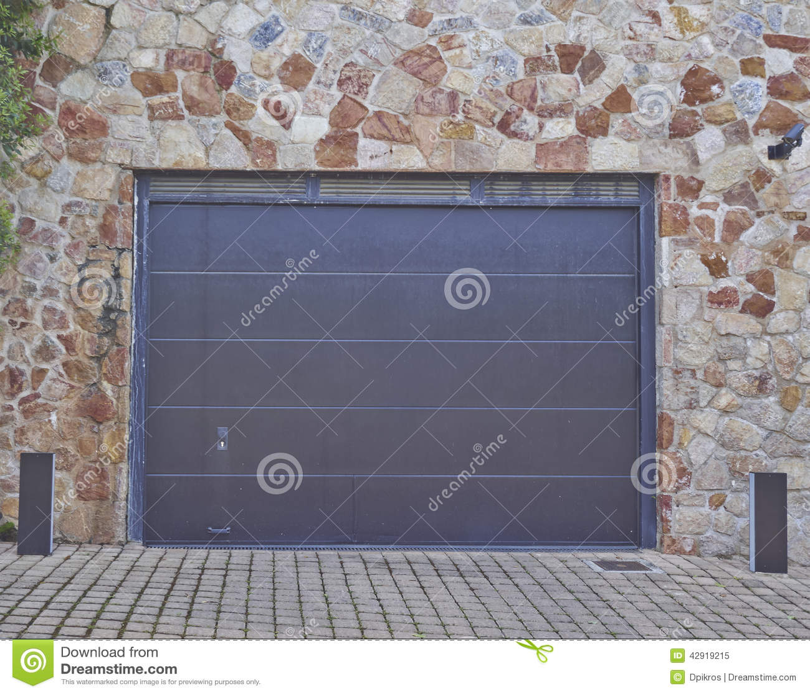 Porta del garage periferia di atene greec fotografia for Planimetrie della casa del garage