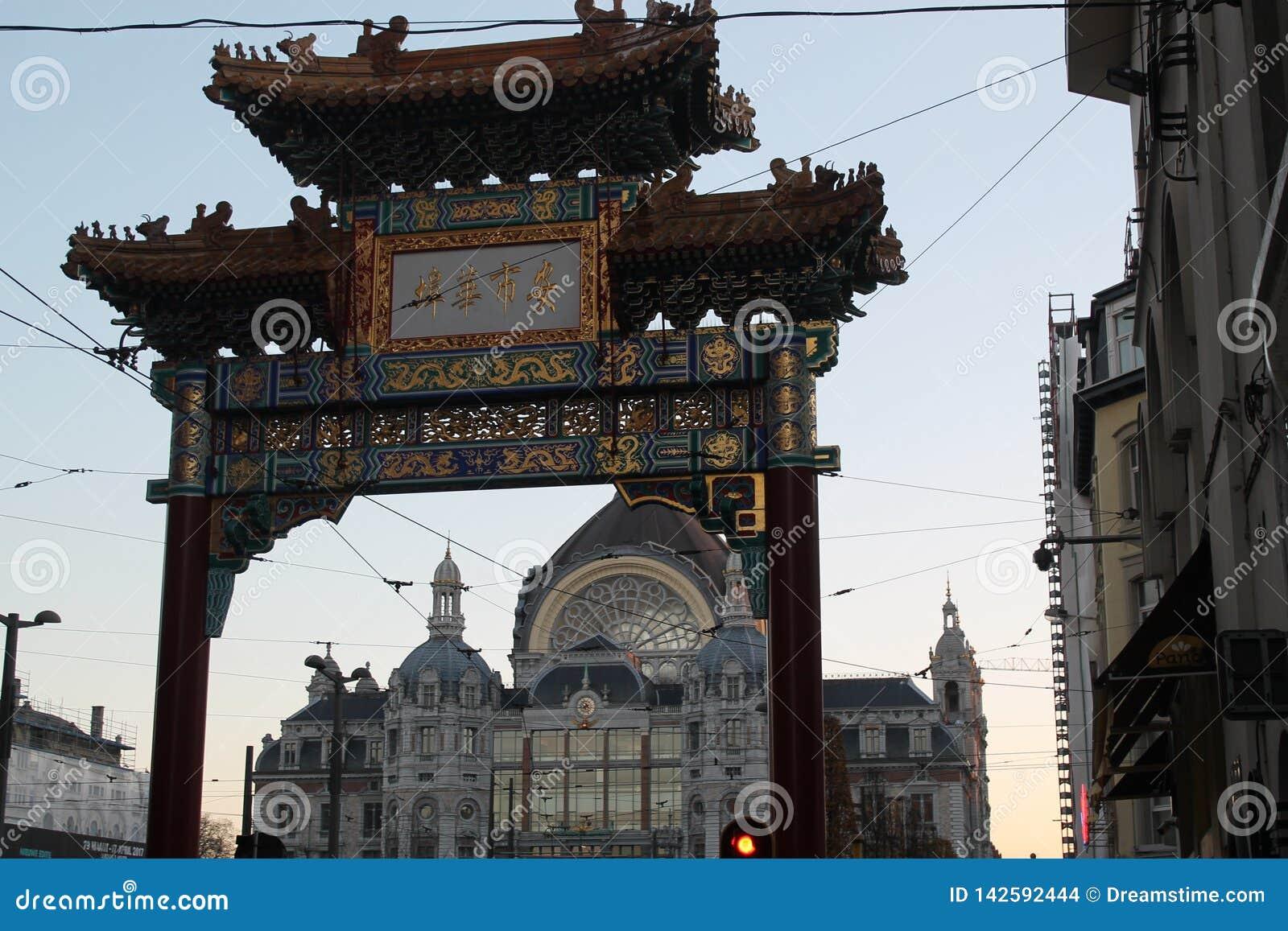 Porta do bairro chinês em Antuérpia