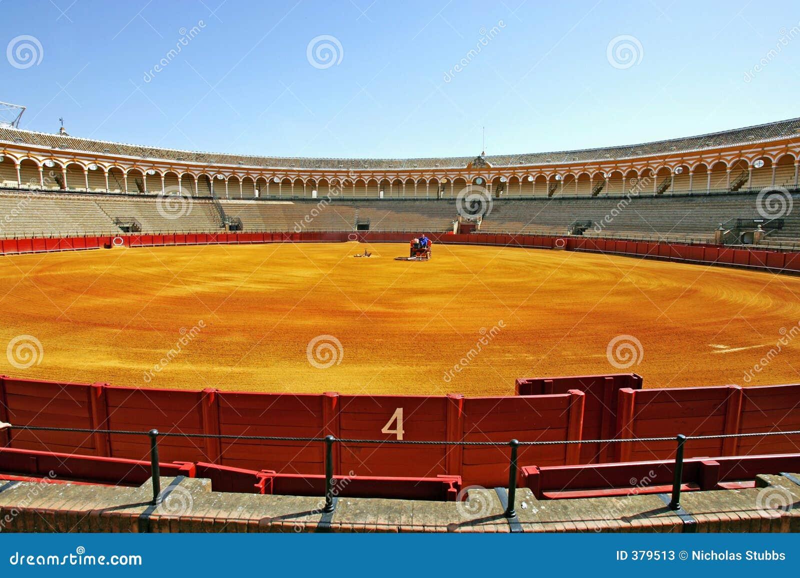 Porta do número 4 na grande praça de touros em Sevilha Spain