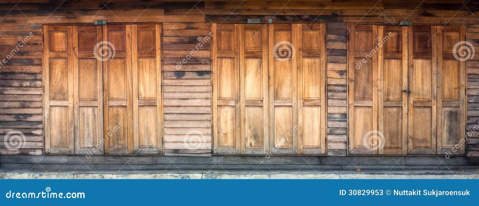 Porta e parete di legno