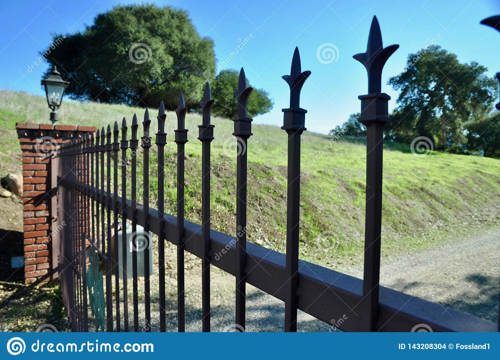 Porta fechado na propriedade do país