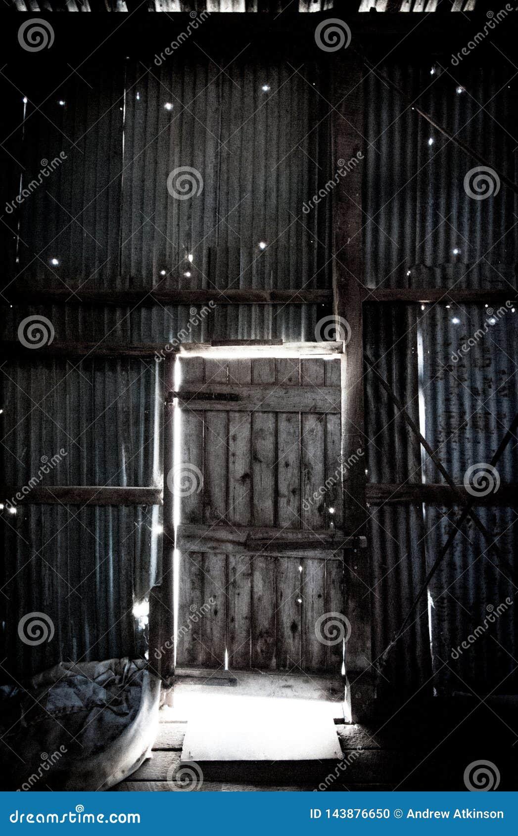 Porta lateral à vertente de corte do interior