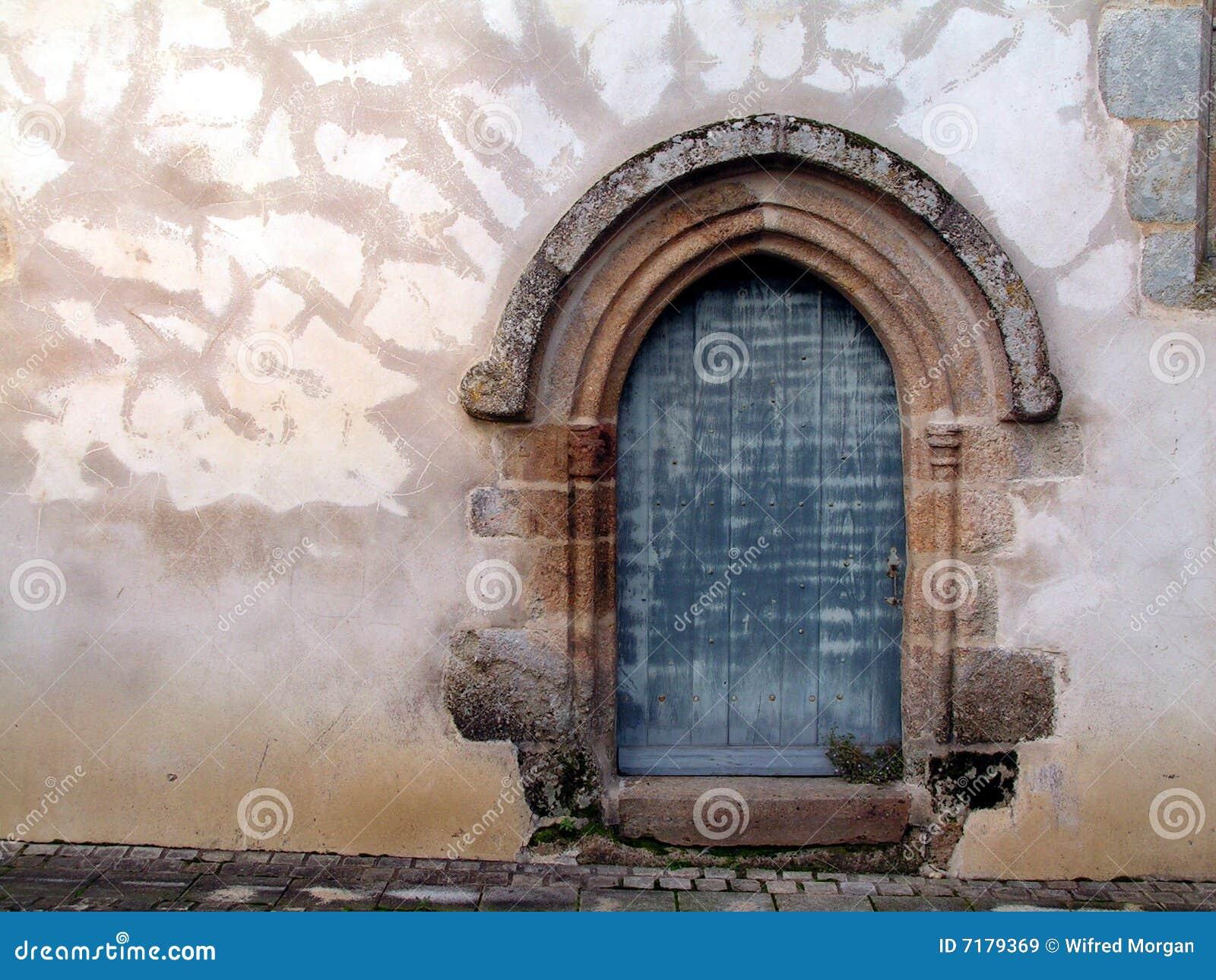 Porta sul da 1a igreja de C