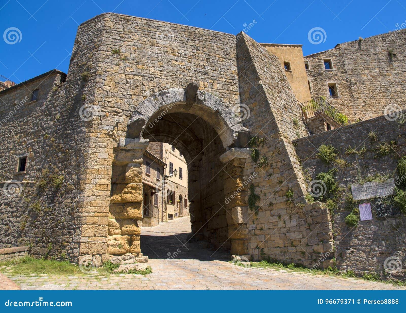 Porta tout le ` Arco, un de passages du ` s de ville, est le monument architectural d Etruscan le plus célèbre dans Volterra