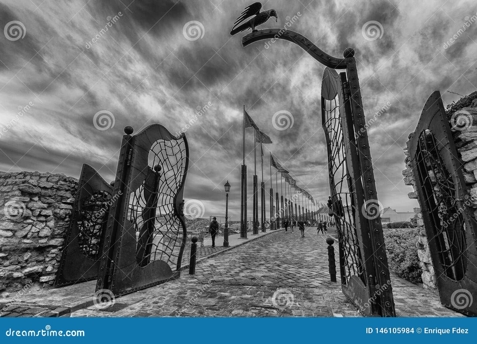 Porta traseira de Buda Castle com sua pega preta característica, Budapest, Hungria,