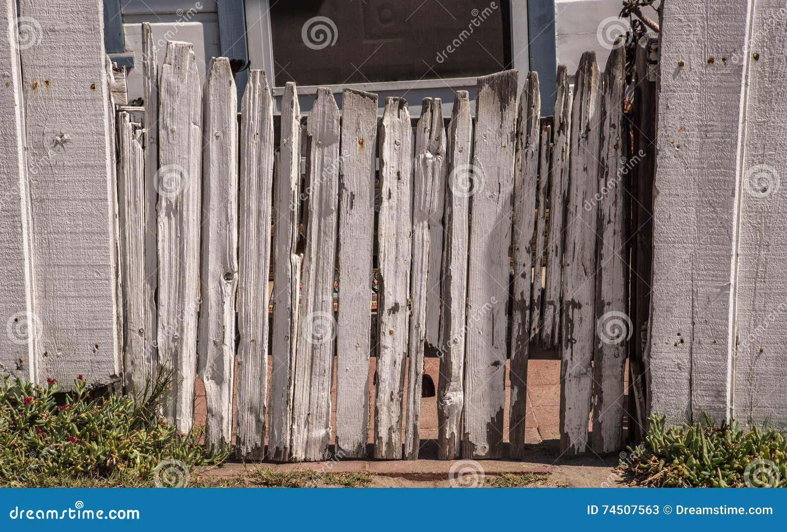 Porta velha da cerca