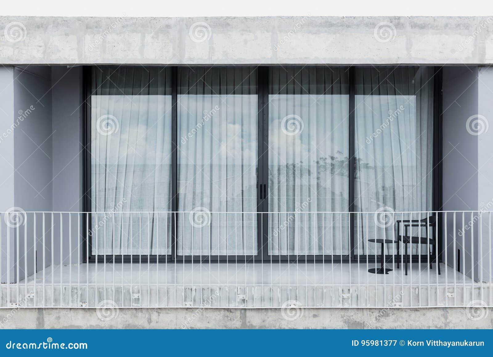 Porta viva da janela de vidro do espaço do balcão exterior