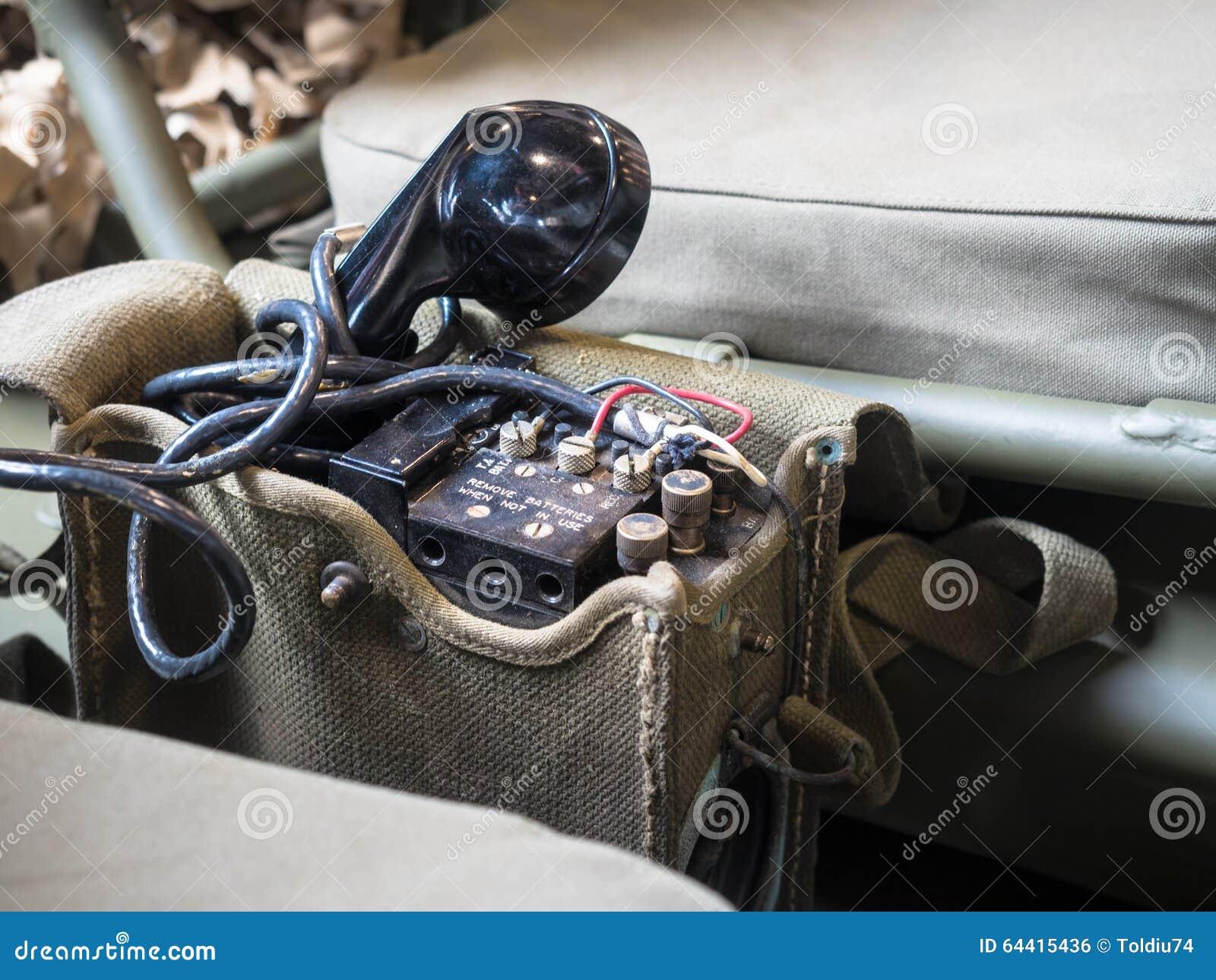 Portable do Radiophone equipado no jipe das forças armadas dos E.U.