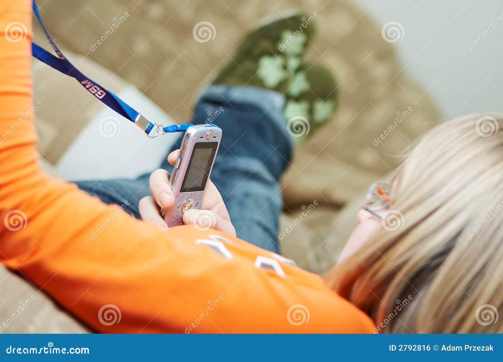 Portable retenu par l adolescent