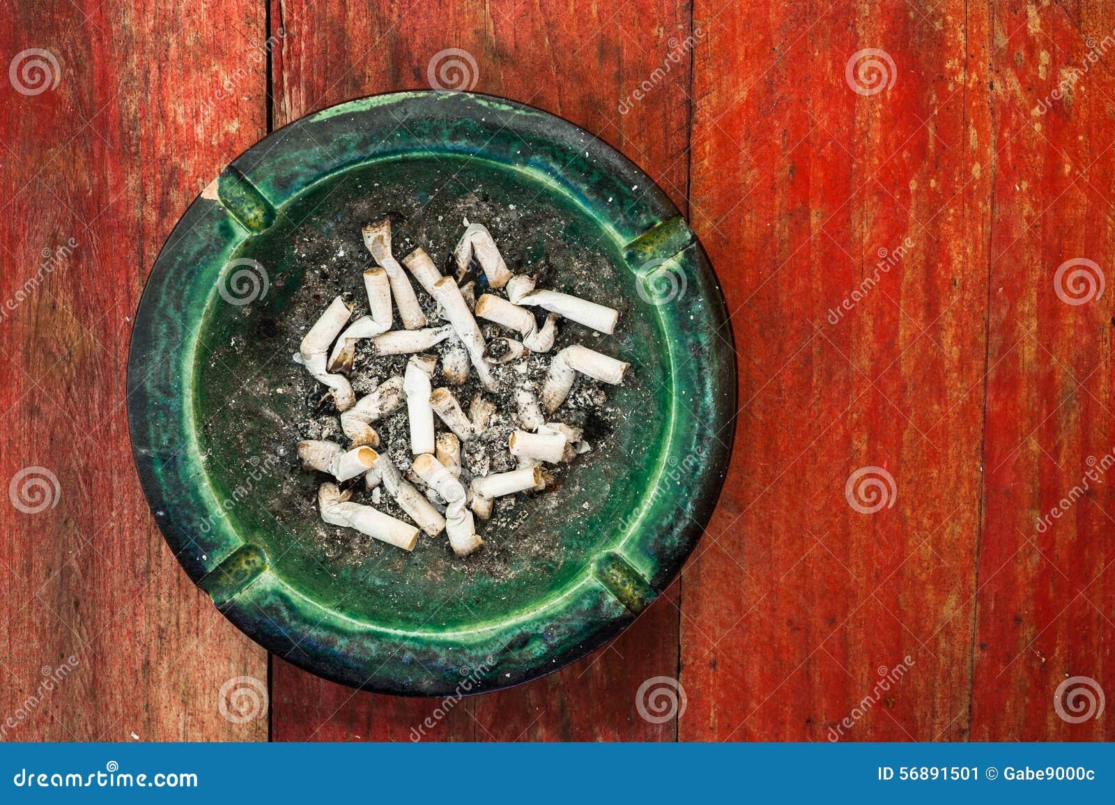 Portacenere della sigaretta di lerciume