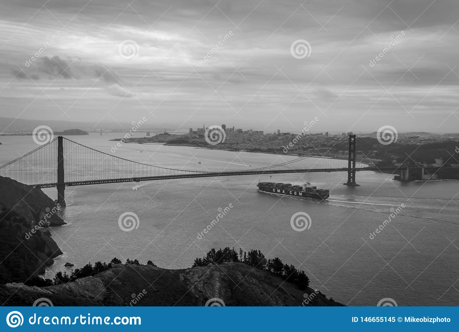 Portacontenedores que llega en San Francisco