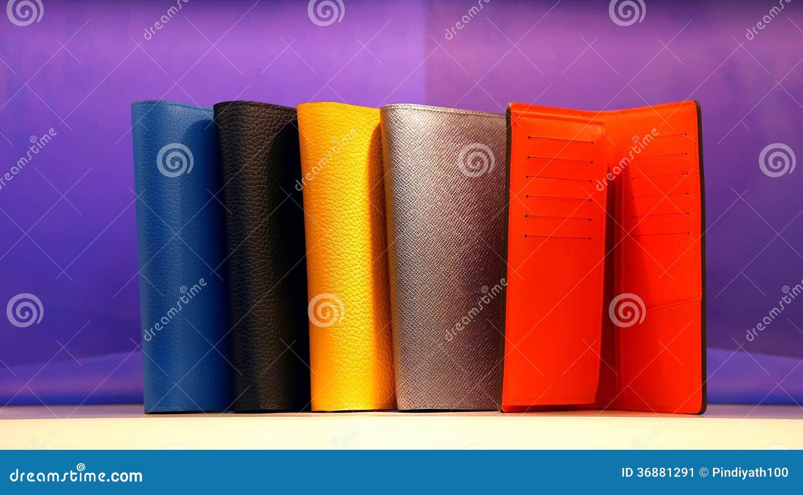 Download Portafogli Di Cuoio Del Progettista Immagine Stock - Immagine di background, struttura: 36881291