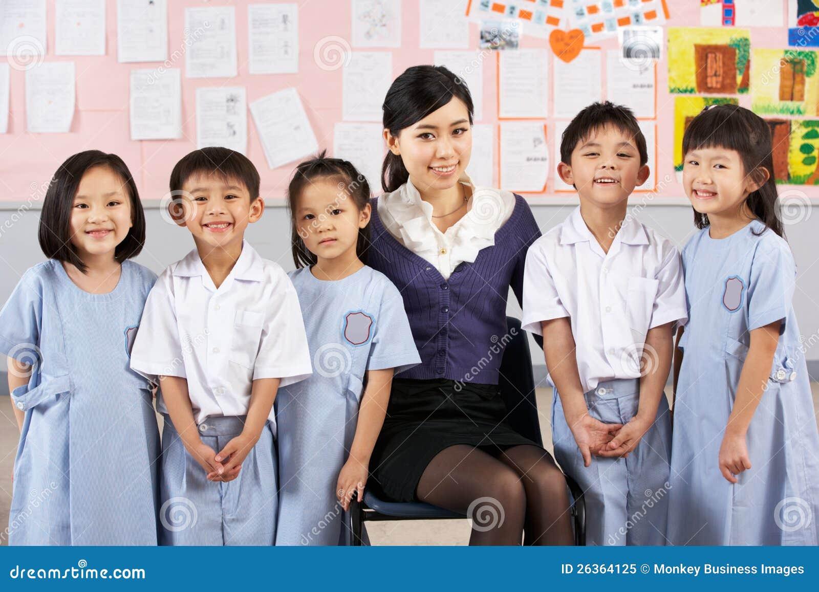 Portait des Lehrers und der Kursteilnehmer in der chinesischen Schule