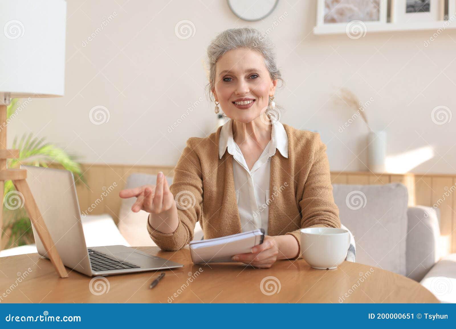 interviu online dating)