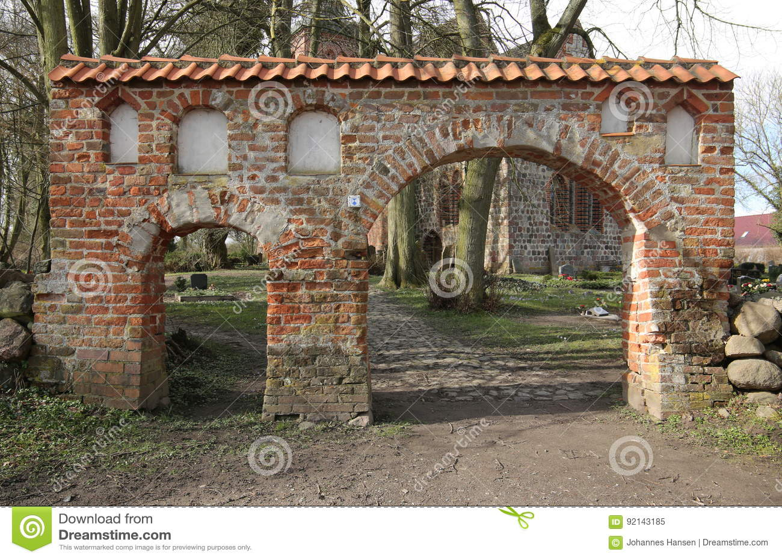 Portal cmentarz w Ordynarnym Kiesow, Mecklenburg-Vorpommern, Niemcy