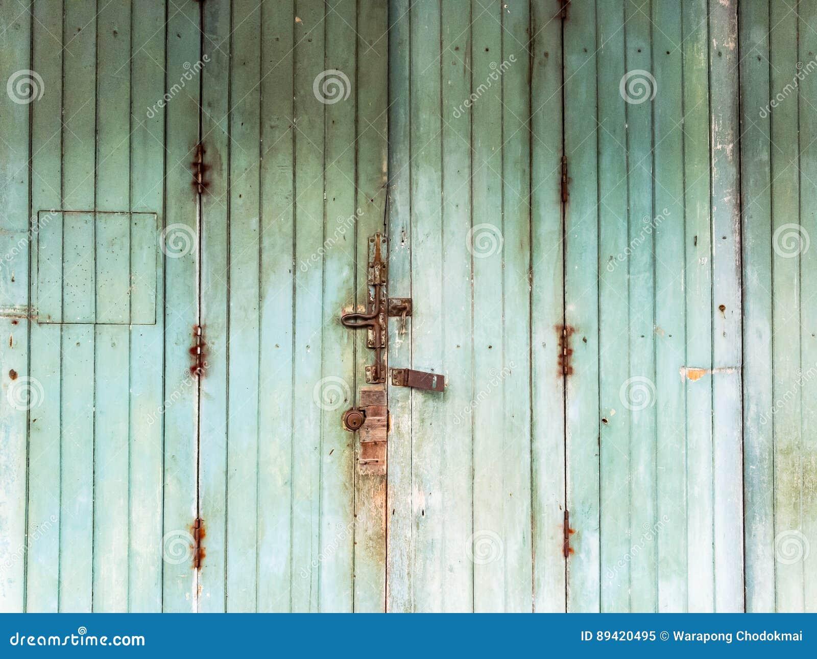 Portas de madeira verdes velhas
