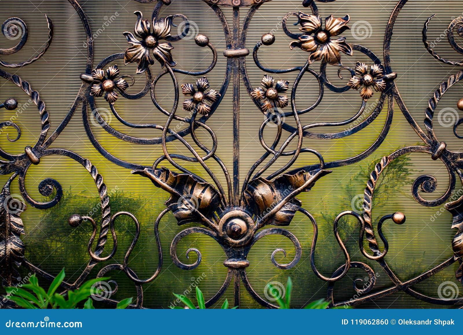 Portas do ferro forjado, forjamento decorativo, close-up forjado dos elementos