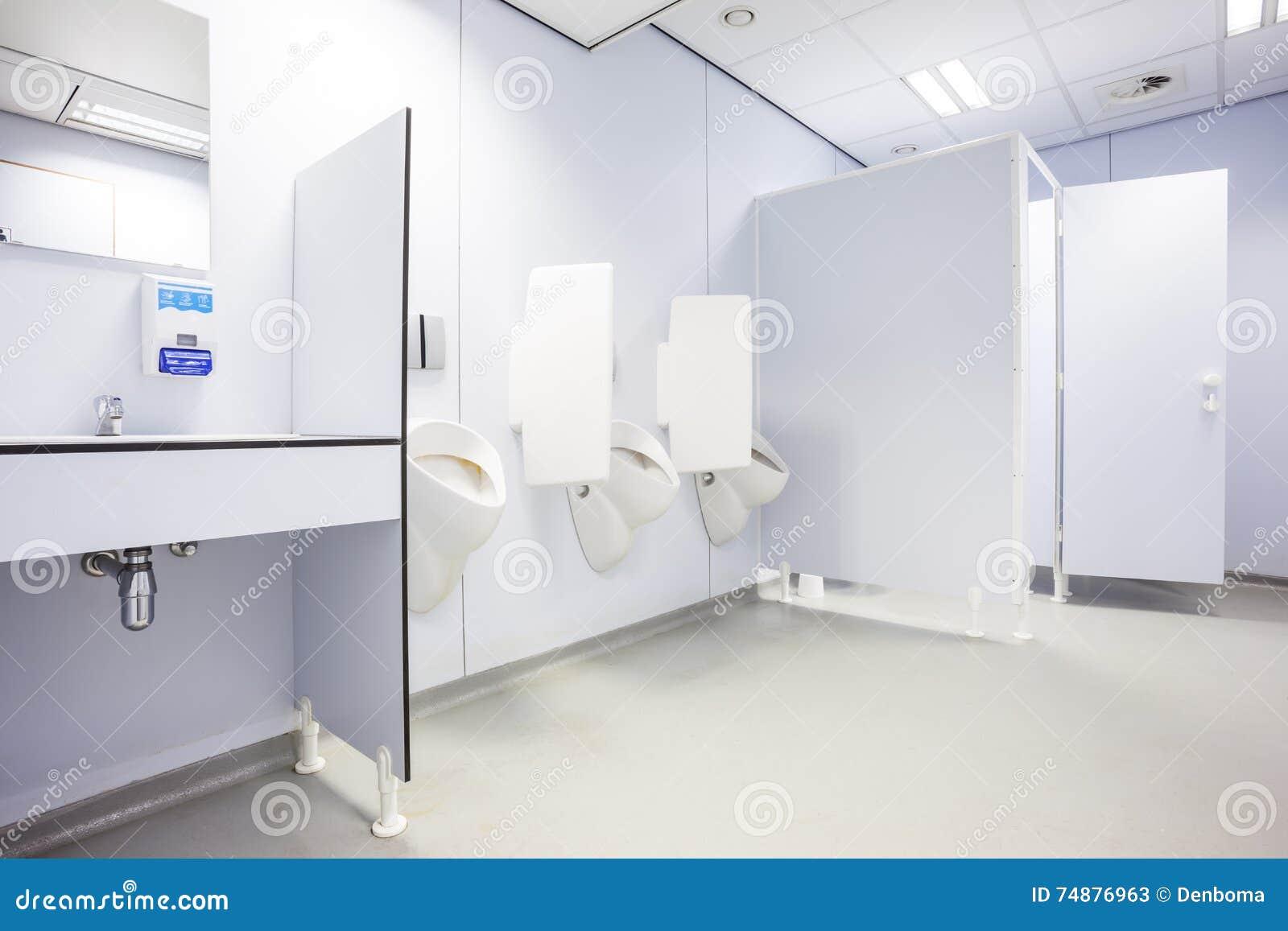 Portas do mictório e do toalete