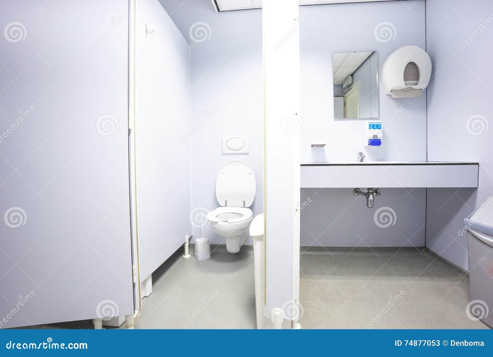 Portas dos toaletes e dos dissipadores