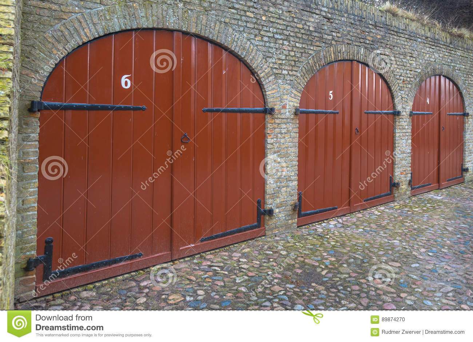 Foto Di Porte Antiche porte antiche della cantina fotografia stock - immagine di