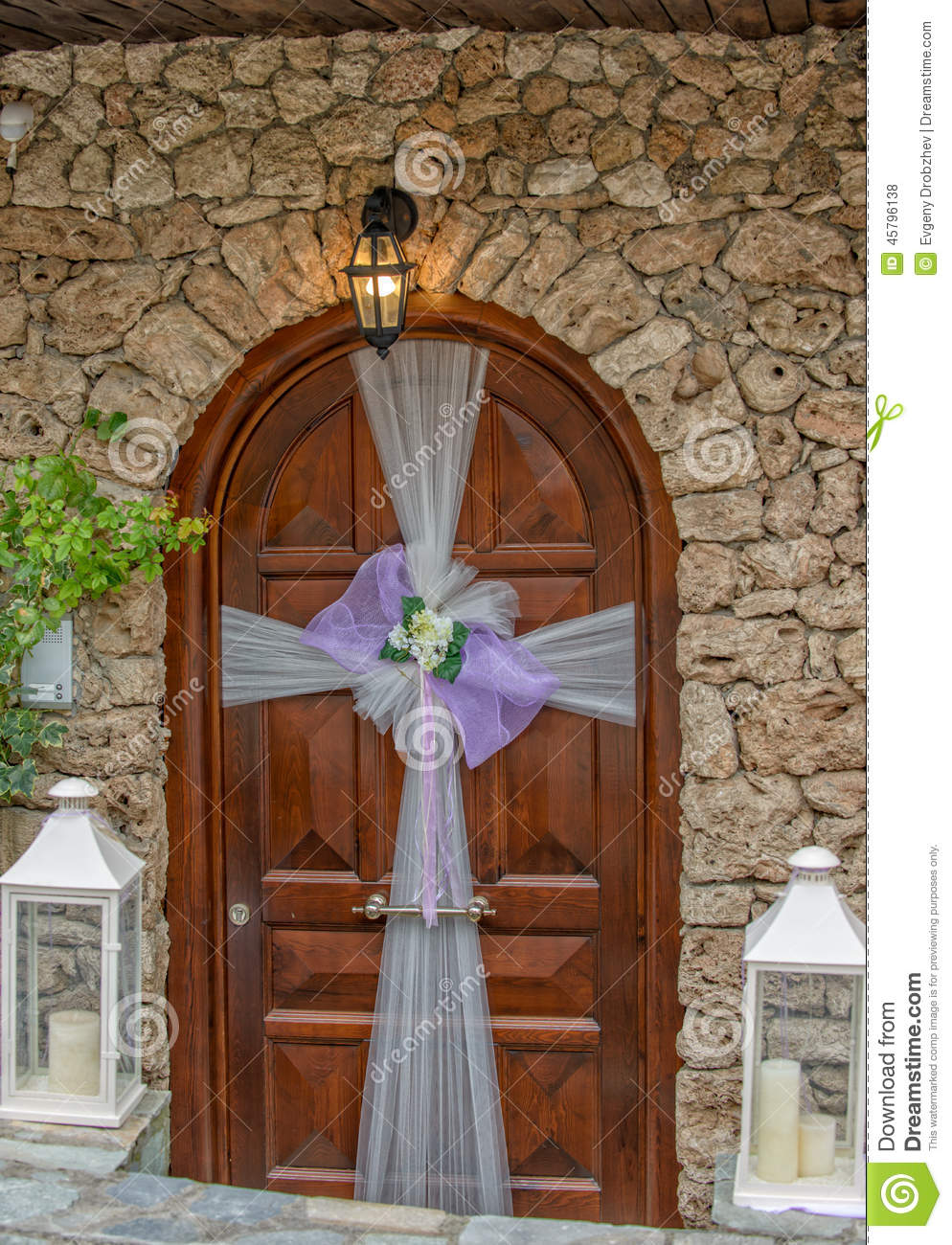 Porte avec la d coration de mariage photo stock image - Decoration de porte ...
