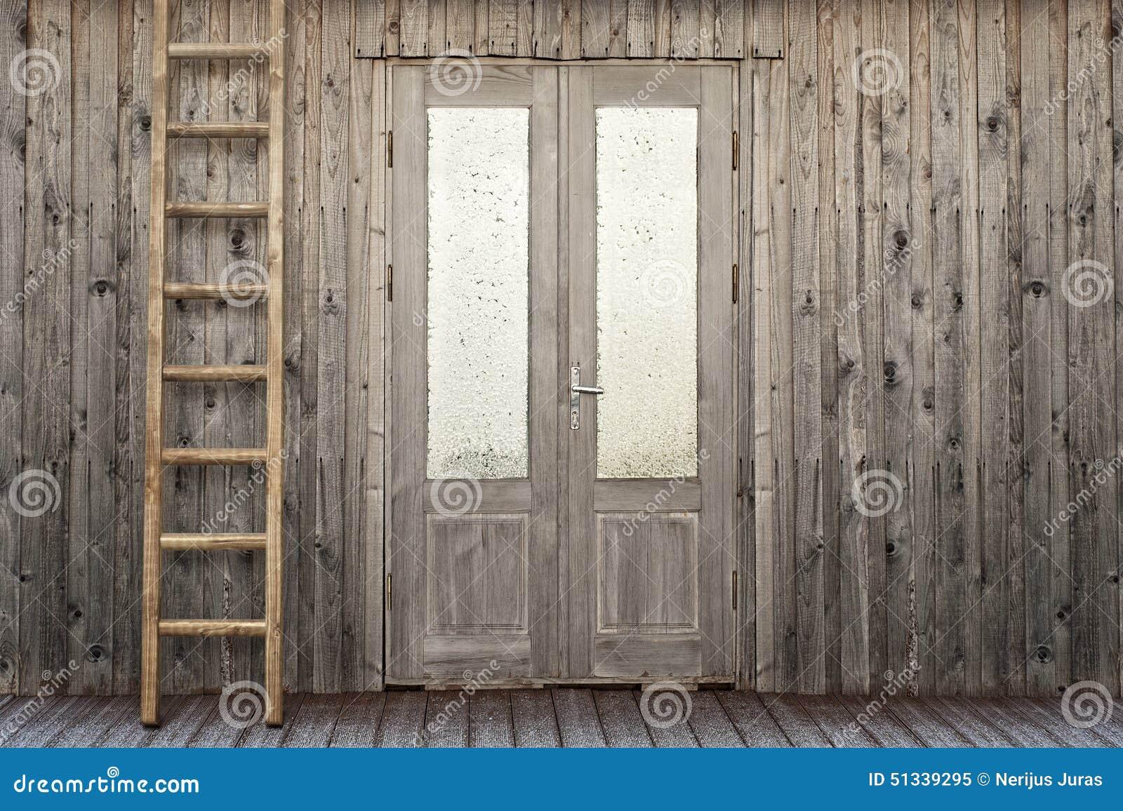 Porte avec la fen tre givr e de la maison de planche photo for La maison de la fenetre