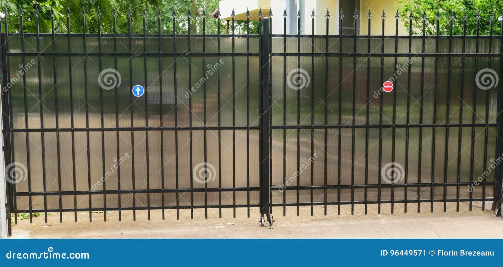 Porte d accès résidentielle urbaine de voiture de propriété privée faite à partir de la tuyauterie et du polycarbonate en acier p