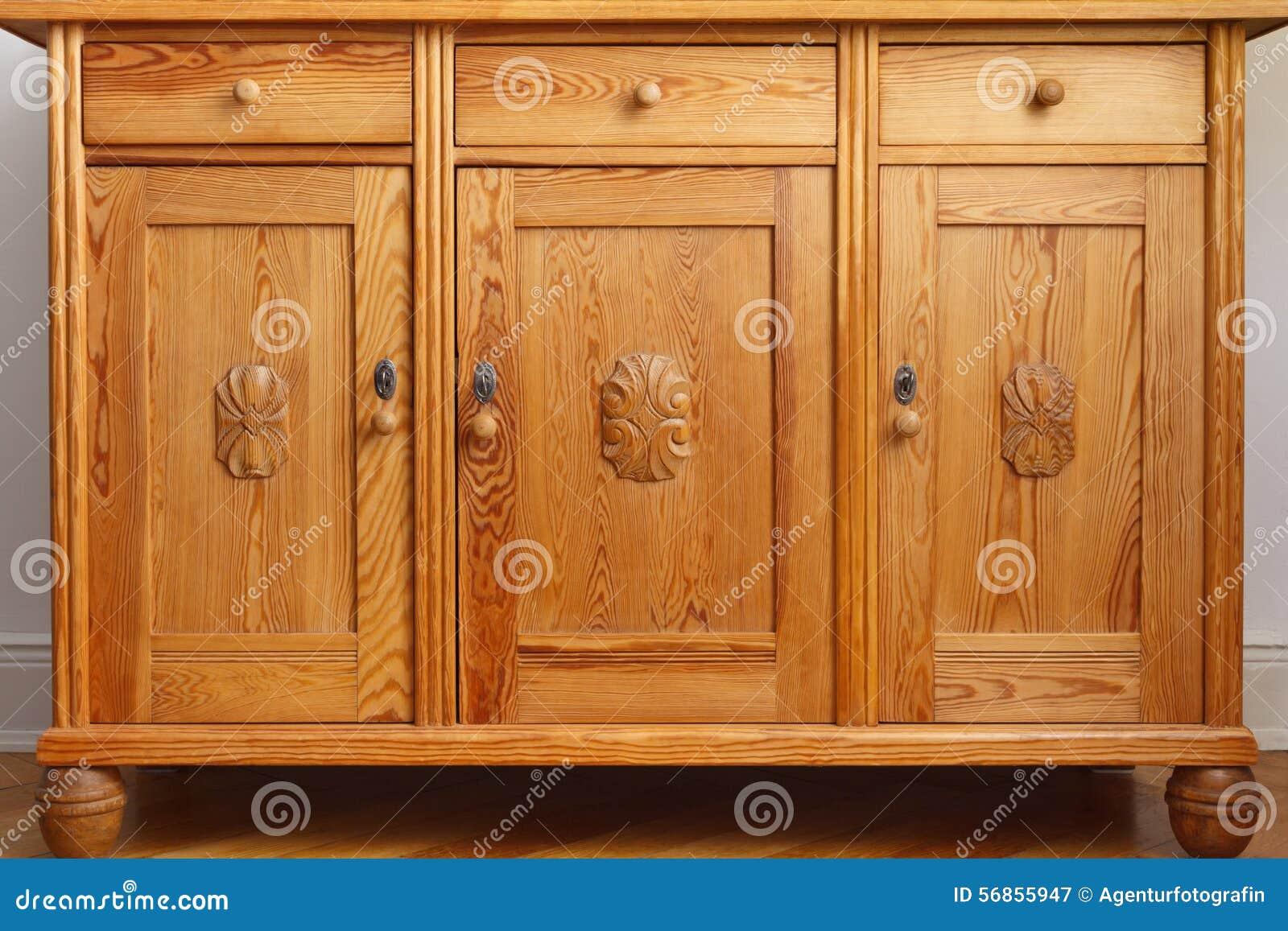 Credenza Bassa Con Cassetti : Porte dannata dei cassetti del gabinetto della credenza immagine