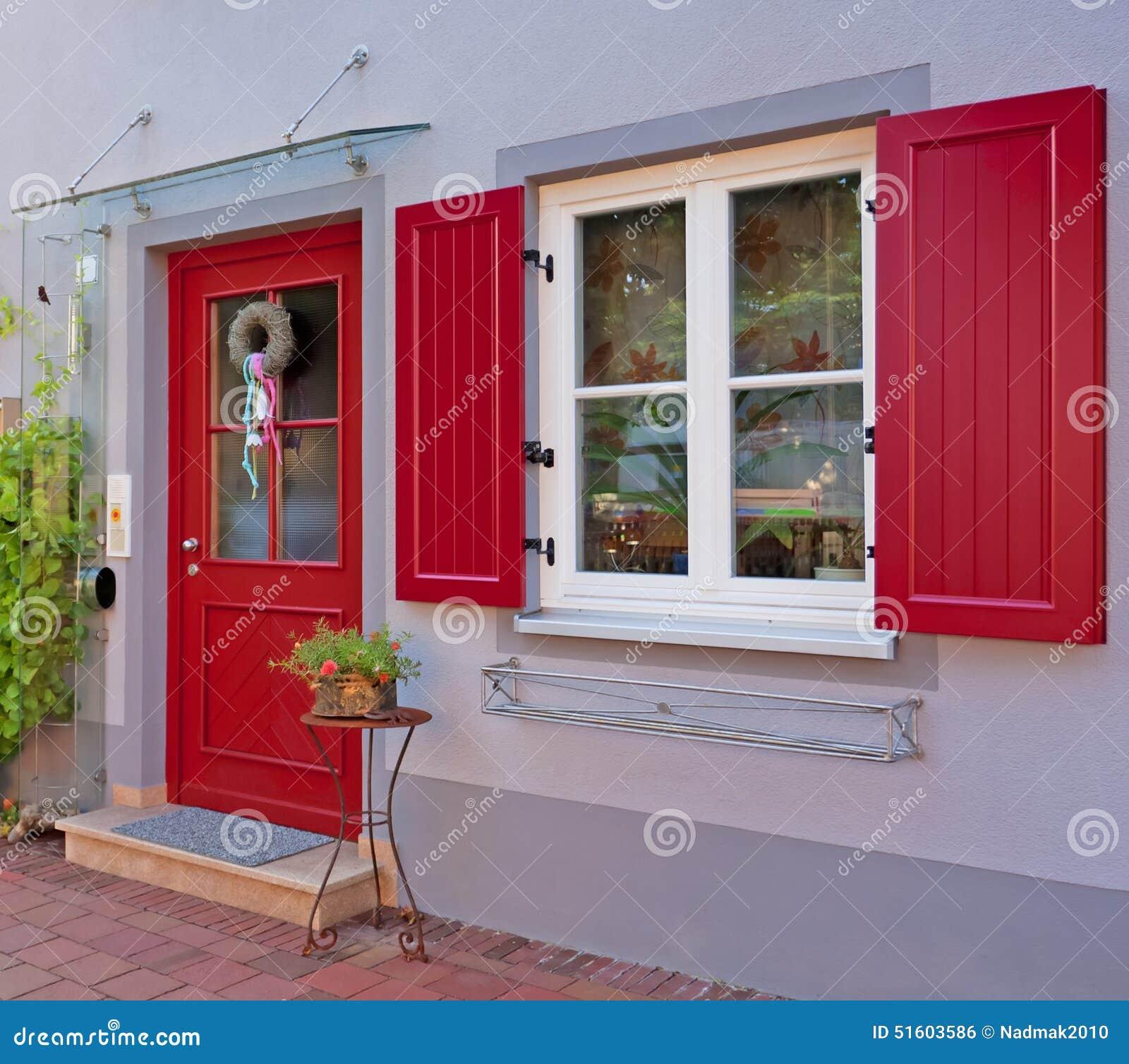 Porte d 39 entr e une maison r sidentielle photo stock for Portent une maison lacustre