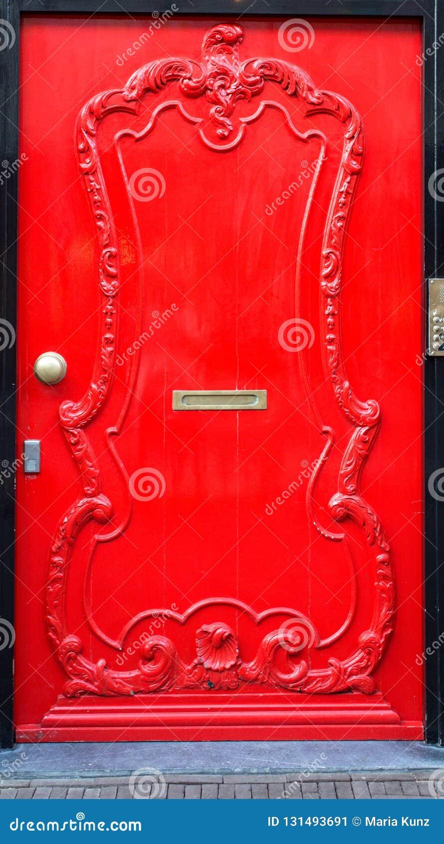 Porte D Entrée Rouge porte d'entrée en bois rouge image stock - image du