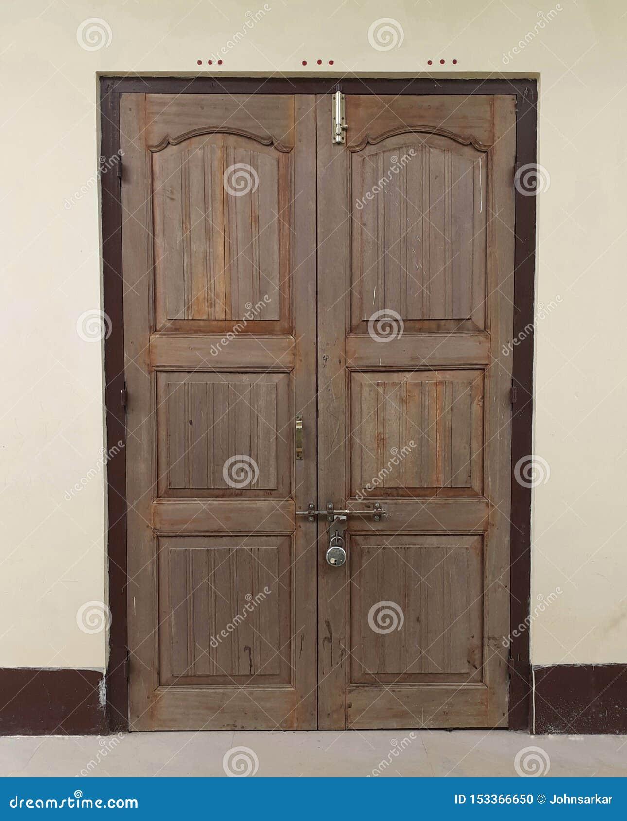 Porte d un temple en Inde