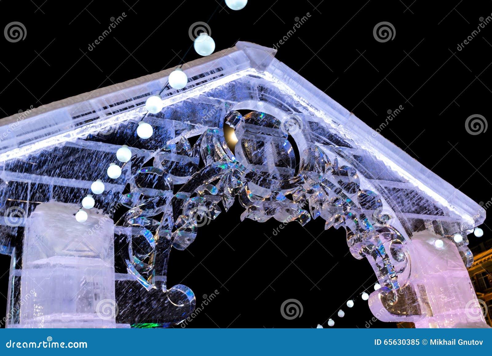 Porte dans la ville de glace
