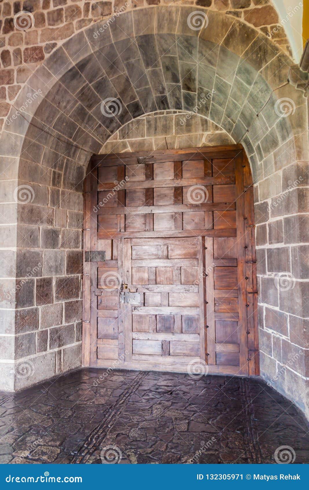 Porte dans le couvent Santo Domingo dans Cuzco