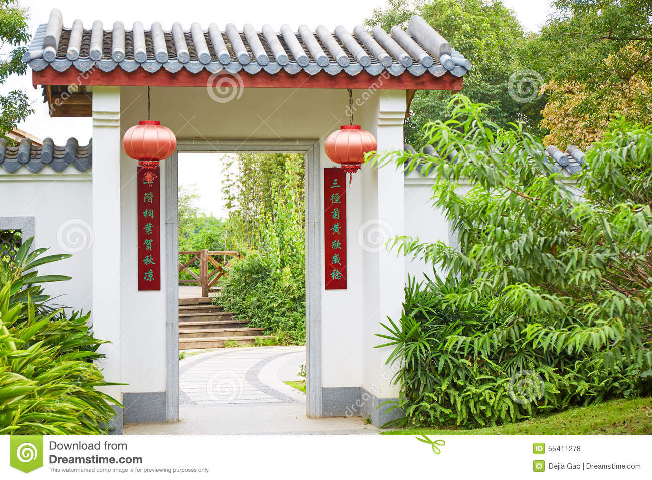 Porte de chinois traditionnel photo stock image 55411278 for Conception jardin chinois