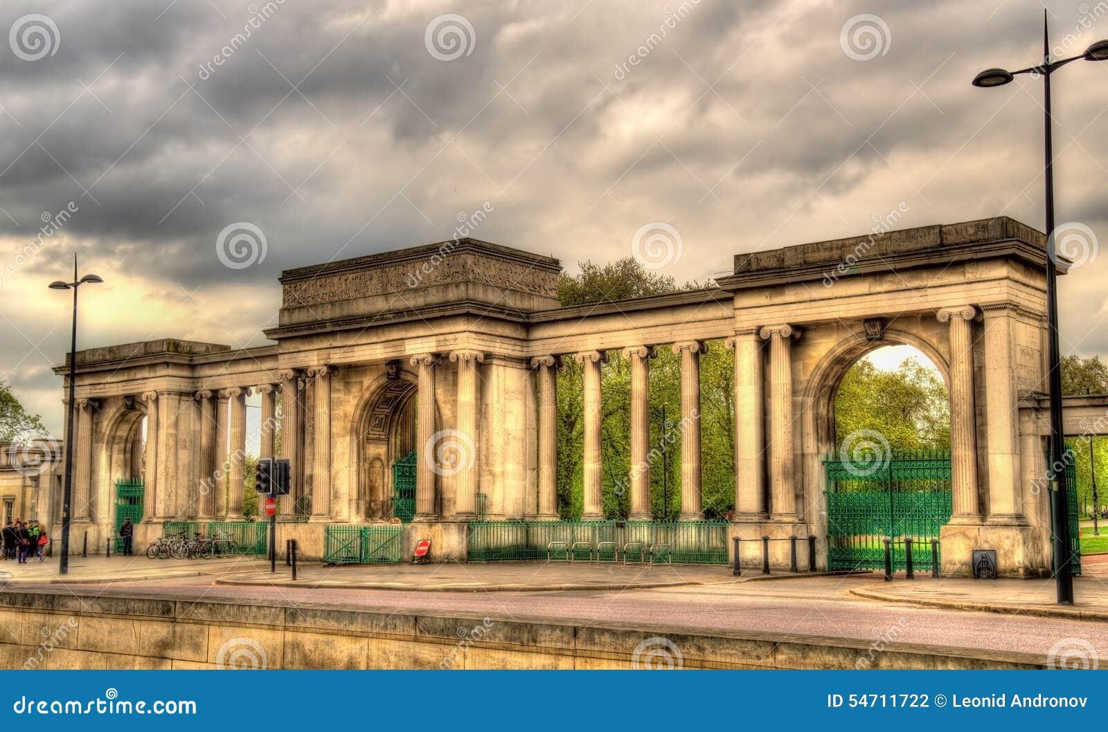 Porte de hyde park londres photo stock image 54711722 for Parking f porte de versailles
