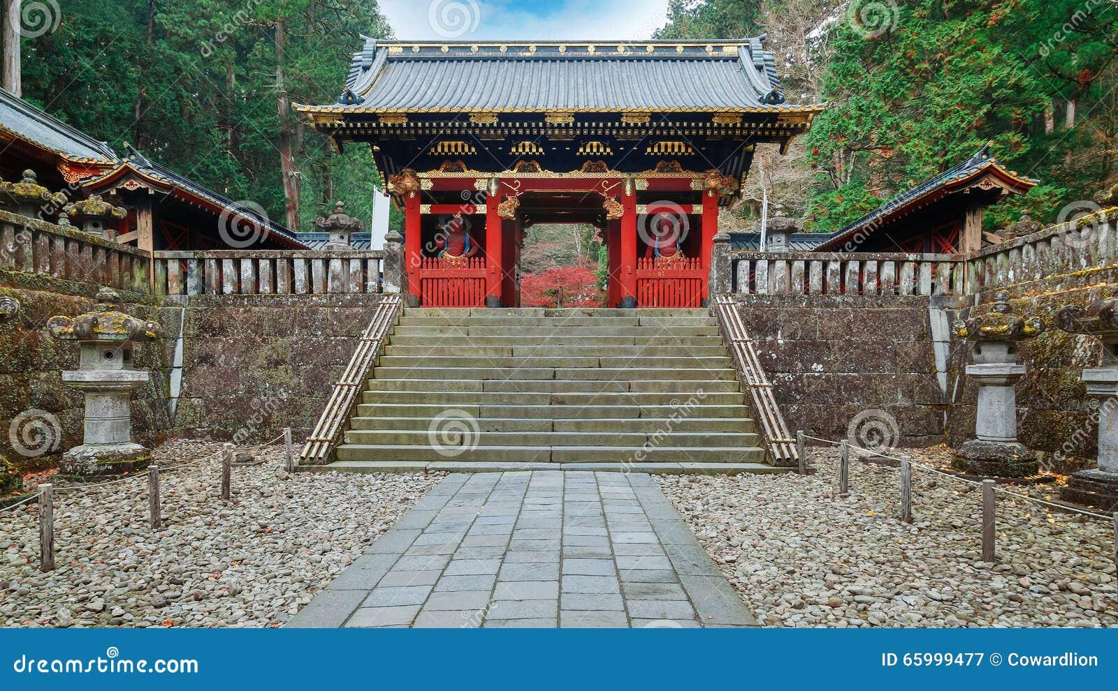 Porte de NIO-lundi chez Taiyuinbyo - le mausolée de Tokugawa Iemitsu à Nikko