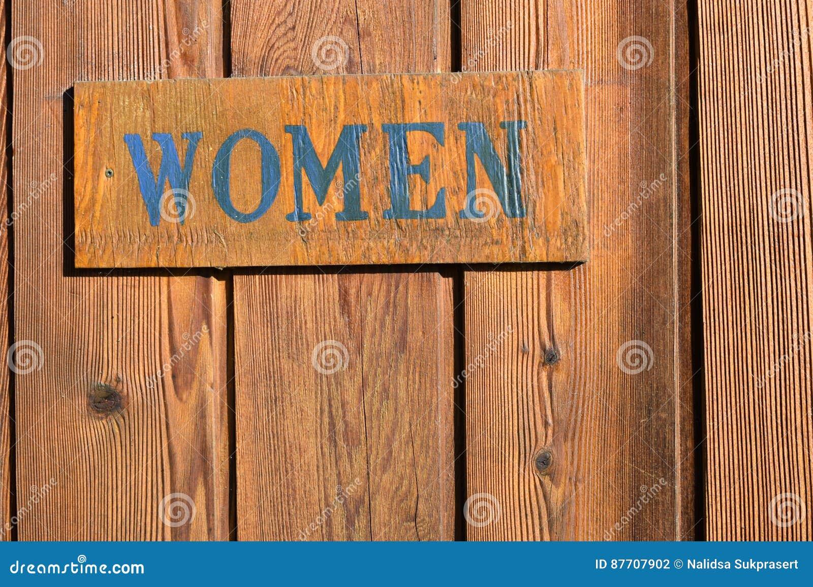 Porte de salle de bains de signe de femmes