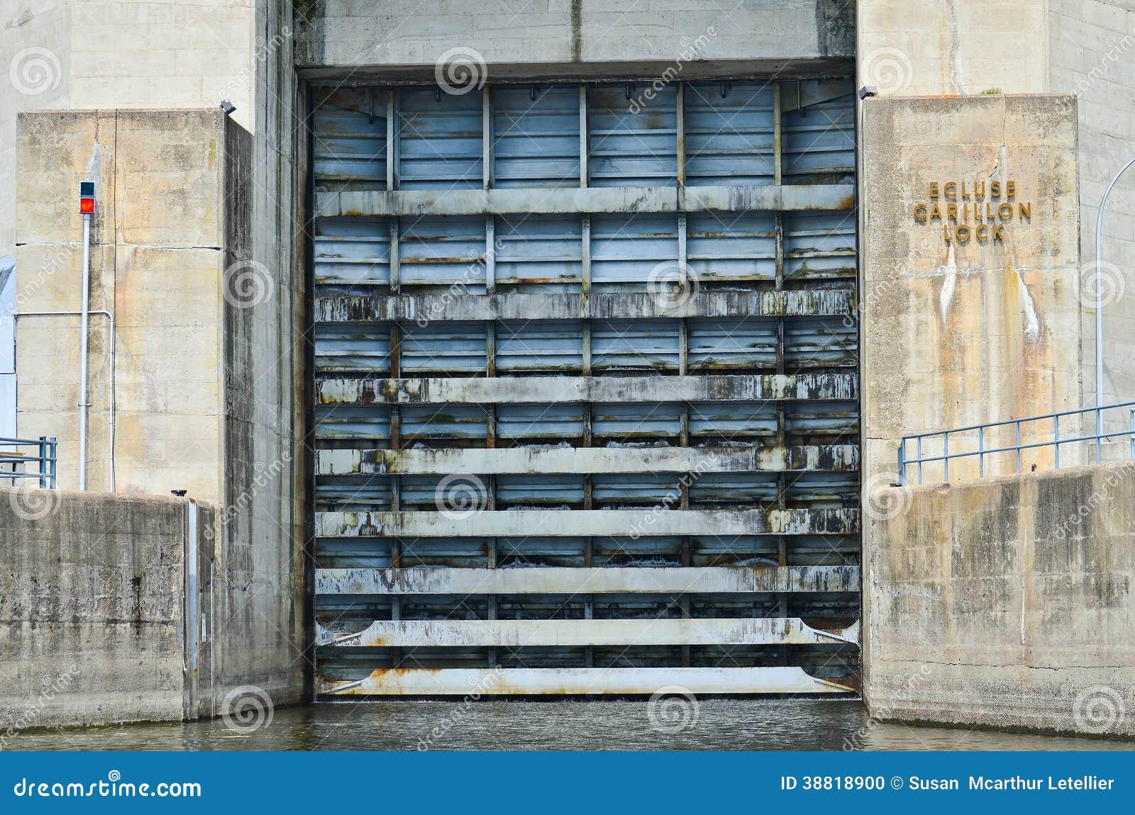 Porte de serrure sale de canal de carillon