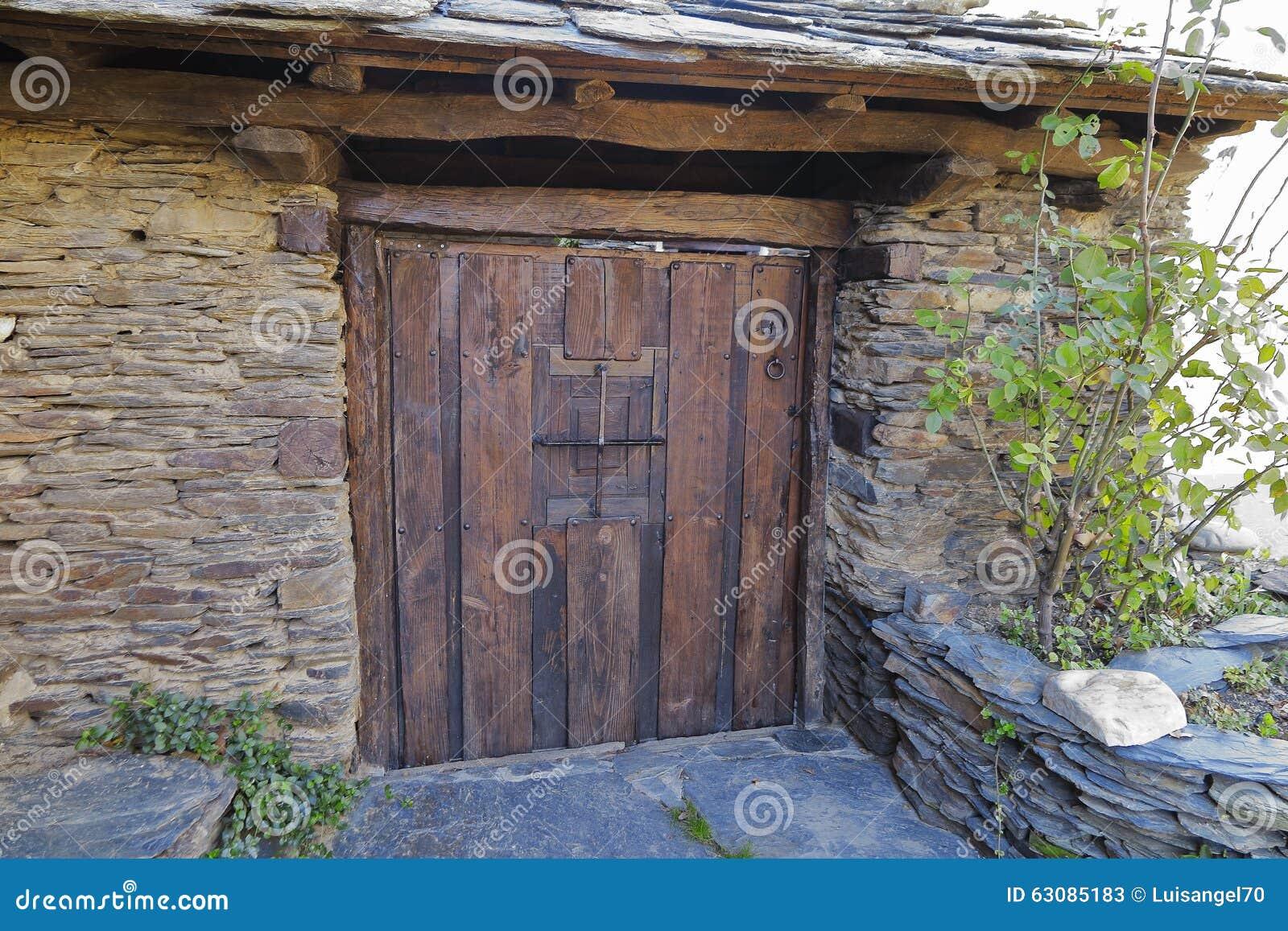 Download Porte en bois de détail image stock. Image du vieux, effectué - 63085183
