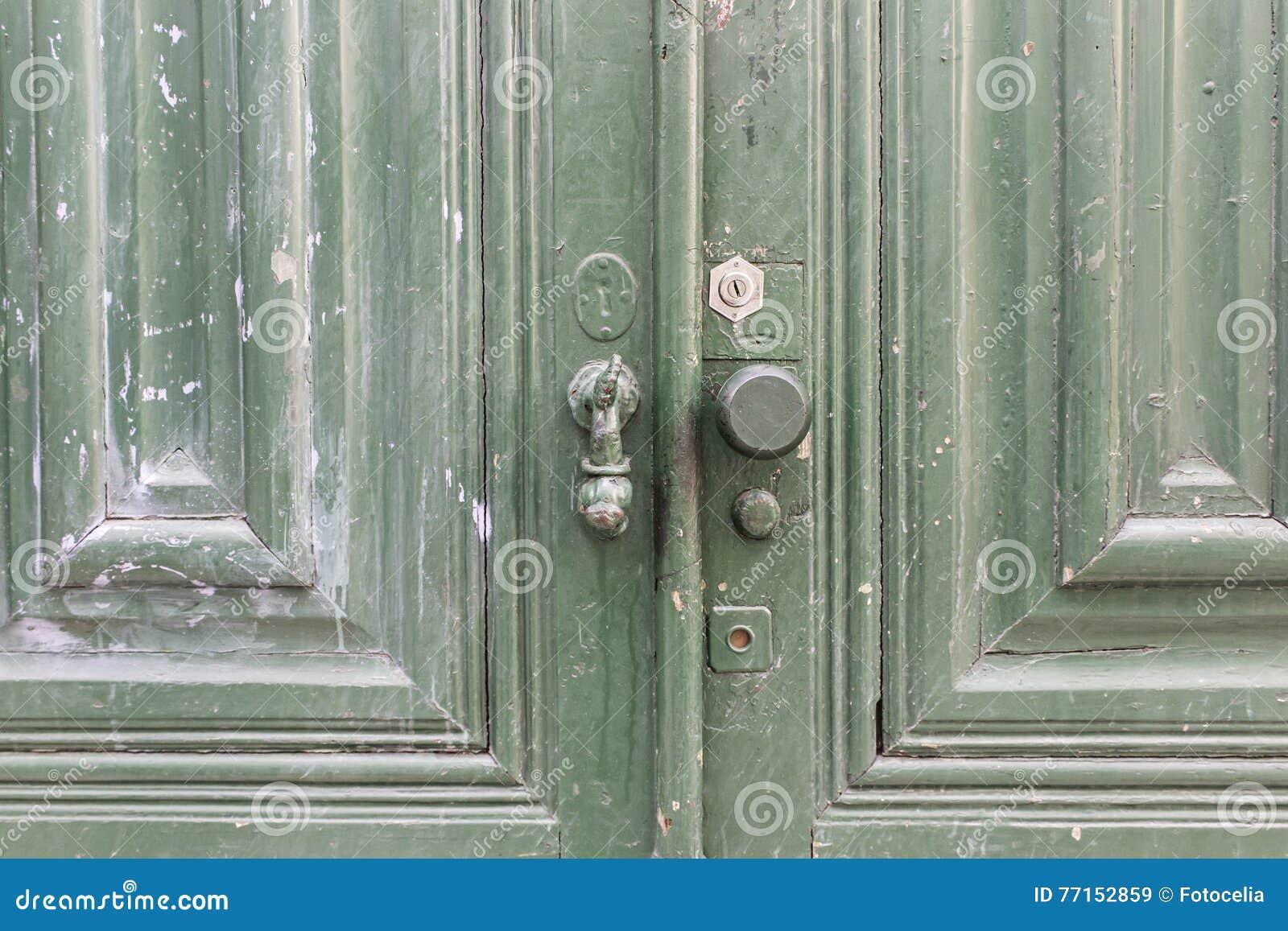 Porte en bois verte