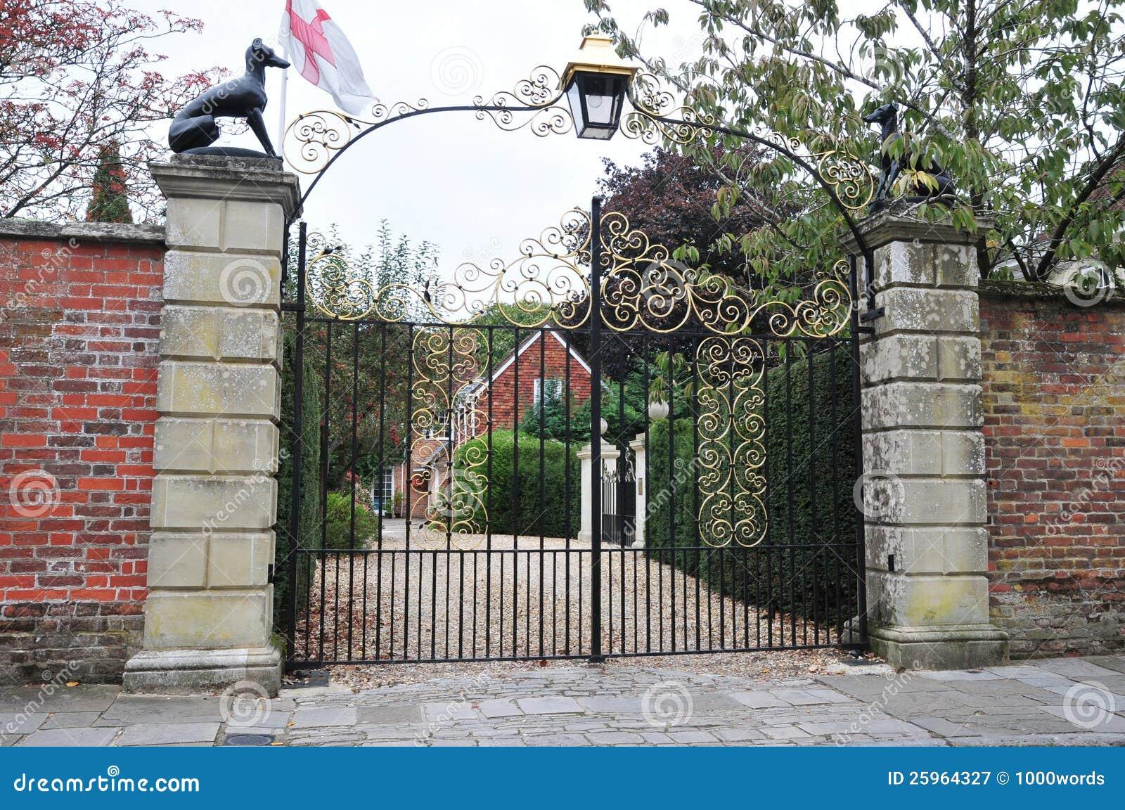 Porte et allée