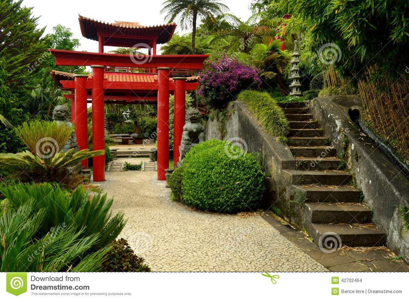 Porte japonaise au jardin tropical de monte palace photo for Porte exterieur de jardin